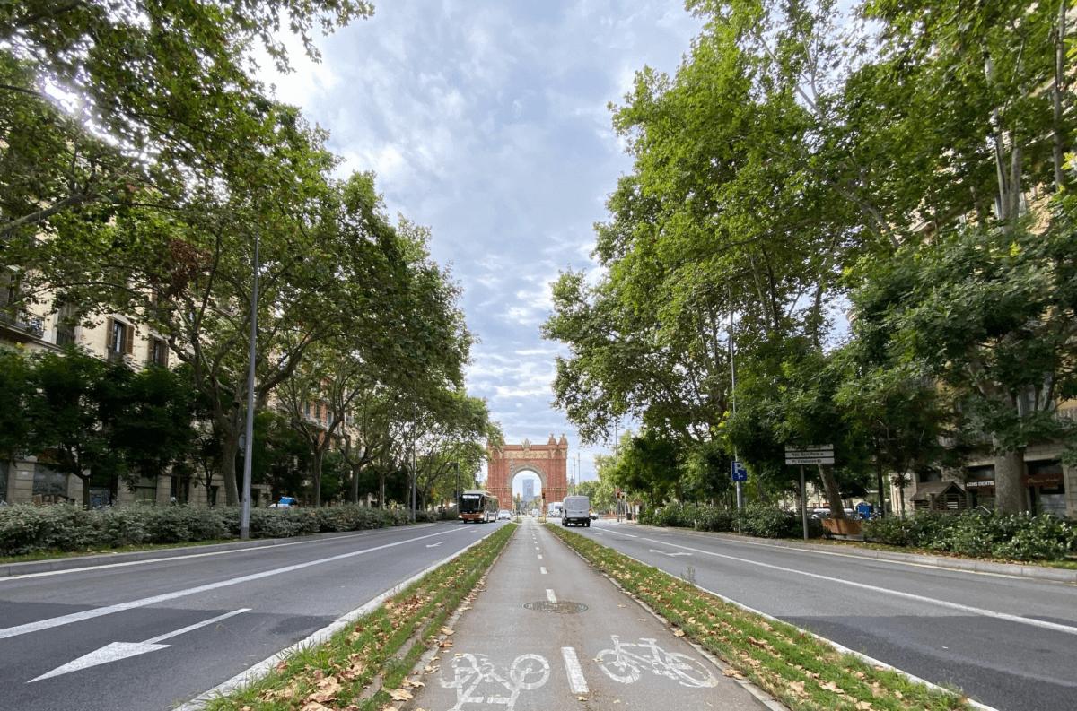 El Passeig de Sant Joan es una de las mejores calles del mundo. Su diseño elogiado donde resaltan los pavimentos dreantes de Breinco le ha convertido en una referencia de urbanismo del siglo XXI.