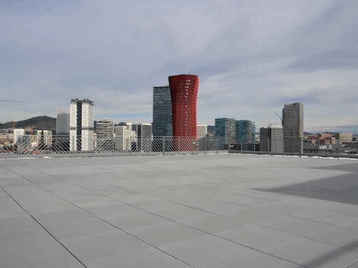 Losa INFINITY es un sistema constructivo para construir espacios de trabajo u ocio en las cubiertas de los edificios.